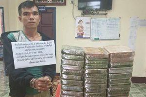 Bắt 2 người vận chuyển 32 bánh heroin tại biên giới Việt - Lào