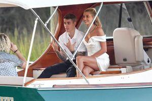 Justin Bieber sắm váy cưới đắt đỏ và trang sức kim cương cho vợ