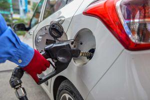 Giá xăng tăng mạnh từ 18h