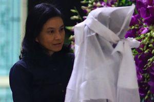 'Cô gái xấu xí' Ngọc Hiệp, Kiều Trinh viếng NSND Thế Anh