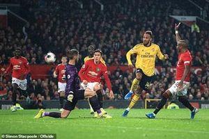 Man Utd chia điểm cùng Arsenal
