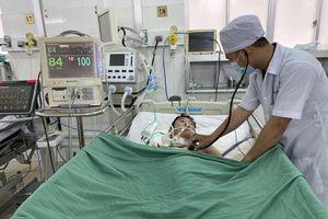 Bệnh nhi ngưng tim ngoài bệnh viện hồi sinh kì diệu