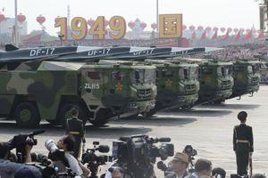 Vũ khí 'bất khả chiến bại' của Trung Quốc lần đầu lộ diện trong diễu binh Quốc khánh