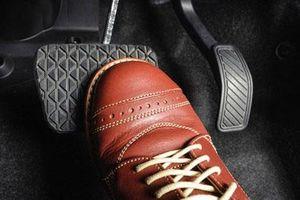 Cách sử dụng phanh đúng, an toàn trên xe số sàn và số tự động