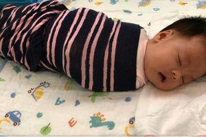 Mệt mỏi vì đêm nào cũng phải dậy vài lần để dỗ con, mẹ Hà Nội mất đúng 1 tuần luyện con tự ngủ êm ru