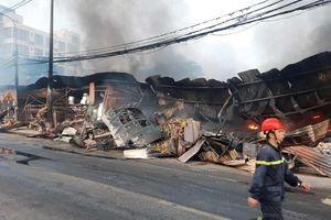 Thanh Hóa: Hàng trăm ki ốt tại chợ tạm Còng bị thiêu rụi lúc rạng sáng