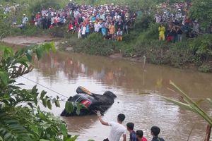 Chuyên gia hướng dẫn cách thoát thân khi ôtô rơi xuống nước