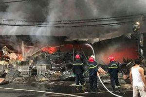 Cháy chợ tạm ở Thanh Hóa, hàng trăm gian hàng bị thiêu rụi