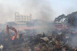 Chợ Còng ven Quốc lộ 1A cháy lớn, Giám đốc Công an tỉnh chỉ đạo chữa cháy