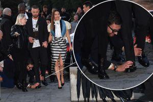 Justin Timberlake bị fan cuồng chơi khăm khi xuất hiện tại Tuần lễ thời trang Paris
