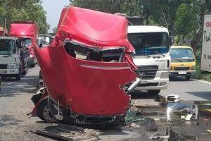 TP.HCM: Cuộn sắt hàng chục tấn trên xe container đứt xích đè 2 người thương vong