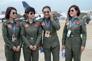 Ngỡ ngàng nhan sắc phi công Không quân Trung Quốc