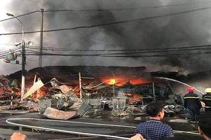 Thanh Hóa: Bà hỏa thiêu rụi hàng trăm ki ốt chợ trong đêm