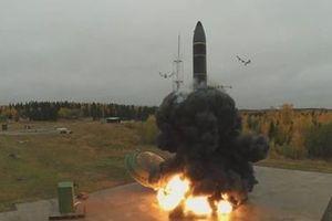 Nga khoe cảnh 'nắm đấm' hạt nhân khai hỏa, đánh trúng mục tiêu cách 5.500km