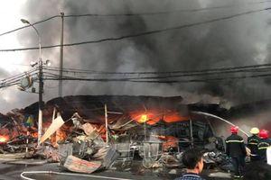 Cháy chợ tạm trong đêm, hàng trăm ki-ốt của tiểu thương Thanh Hóa bị thiêu rụi