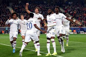 Chelsea có 3 điểm nhờ siêu phẩm, Ajax hủy diệt 'bầy dơi'