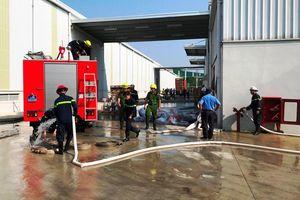 Cháy kho chứa phế liệu, 2 nữ công nhân đi cấp cứu