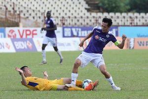 Tiền đạo Văn Quyết bị treo giò hết mùa giải V-League 2019