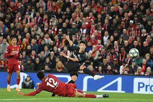 Liverpool và Barcelona nhọc nhằn đánh bại đối thủ trên sân nhà