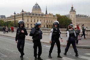 Nhân viên cảnh sát Paris dùng dao đâm chết 4 đồng nghiệp