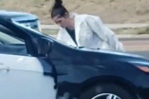 Cặp đôi đổi trắng thay đen Ford Focus trong vài phút khiến nhiều người sốc
