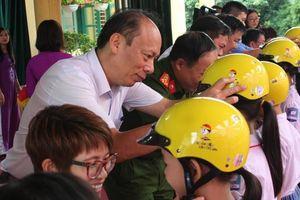 Trao tặng hàng nghìn MBH đạt chuẩn cho học sinh tiểu học Thái Nguyên