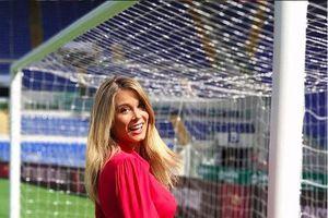 Nhan sắc nóng bỏng của nữ phóng viên đẹp nhất Italia