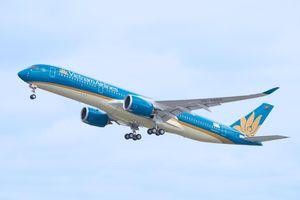 Nhiều chuyến bay đến bị lùi giờ do ảnh hưởng bão Mitag