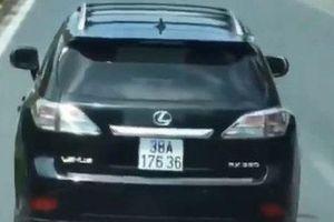 Xe sang Lexus 'nghênh ngang' không nhường đường cho xe chữa cháy đi làm nhiệm vụ