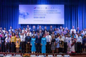 Nhiều nhà khoa học quốc tế họp bàn về khoa học xã hội