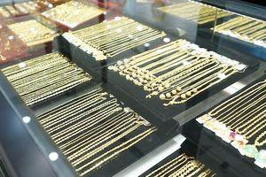 Giá vàng SJC tiếp tục 'leo thang' theo đà thế giới