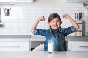 Dinh dưỡng cho trẻ vị thành niên: Vì sao trẻ lớn rồi vẫn không nên bỏ qua sữa công thức?