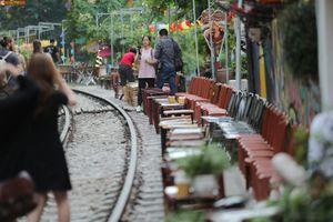 Bộ GTVT yêu cầu 'dẹp' cafe đường tàu, dân mạng nói gì?