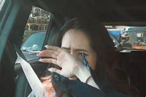 Con dâu mới của trùm showbiz Hong Kong khóc trên truyền hình vì chồng lạnh nhạt