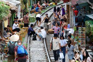 Bộ Giao thông đề nghị Hà Nội giải tán cà phê đường tàu