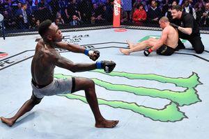 Hạ bệ triều đại của Whittaker, 'Độc cô cầu bại' Adesanya trở thành nhà vô địch chính thức tại hạng trung UFC