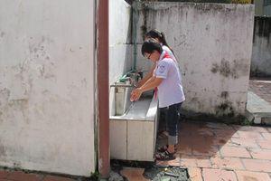 Nhà vệ sinh trường học: Bao giờ công trình phụ thành công trình chính?