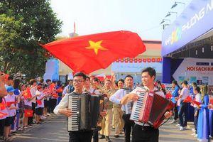 Hàng nghìn người dân dự lễ chào cờ lịch sử kỷ niệm 65 năm Ngày Giải phóng Thủ đô