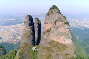 Ba cột đá khổng lồ giữa 'lòng chảo' Chiết Giang