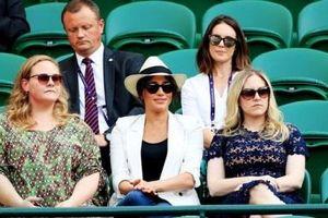 Gia đình Công nương Kate đưa nhau đi xem bóng đá, Meghan Markle 'muối mặt' khi bị đá xéo quá khứ chảnh chọe với hàng ghế trống không
