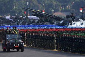 Quân đội Indonesia duyệt binh hoành tráng khoe dàn vũ khí nội địa cực mạnh