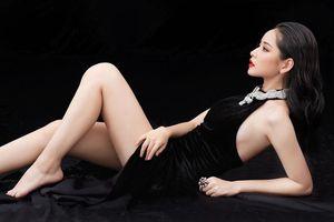 Chi Pu mặc váy khoét sâu khoe body, Châu Bùi diện cả cây Louis Vuitton