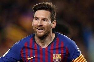 Messi tiến sát kỷ lục ghi bàn của Pele