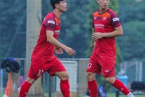 Cận cảnh buổi tập nghiêm túc song thoải mái của đội tuyển bóng đá Việt Nam