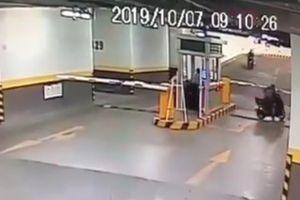 Truy bắt kẻ trộm vượt barie tẩu thoát trong chung cư Orchard ParkView