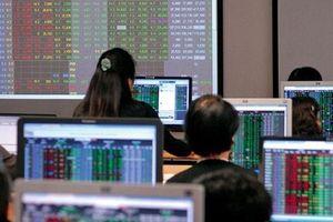 Thay vì 'đoán' VN-Index đi về đâu, nhà đầu tư nên làm gì?