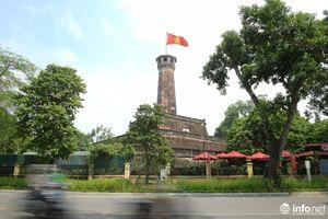 Đường phố Hà Nội rực rỡ trước kỉ niệm 65 năm Ngày giải phóng Thủ đô