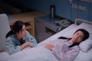 Đời thực của chân dài 'cân' hai vai, bị ám sát khi thi hoa hậu trong 'Hoa hậu giang hồ'