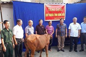Huyện Mỹ Đức: Trao tặng bò cho gia đình cựu chiến binh có hoàn cảnh khó khăn
