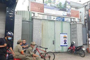 Phá bỏ trường cũ để xây mới, 2 công nhân bị tường đổ đè thương vong